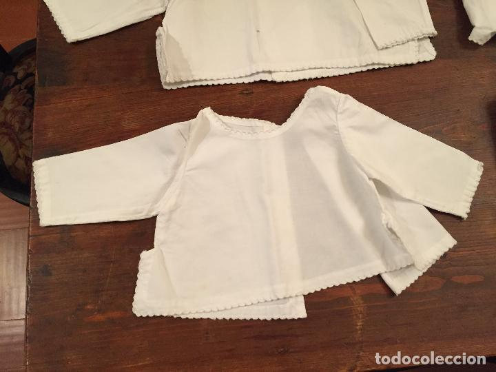 Antigüedades: Antiguas 4 pieza / piezas de ropa infantiles, 3 camisetas, 1 pañal y almohadon de bebe - Foto 2 - 128146703