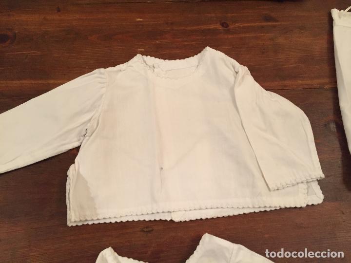 Antigüedades: Antiguas 4 pieza / piezas de ropa infantiles, 3 camisetas, 1 pañal y almohadon de bebe - Foto 3 - 128146703
