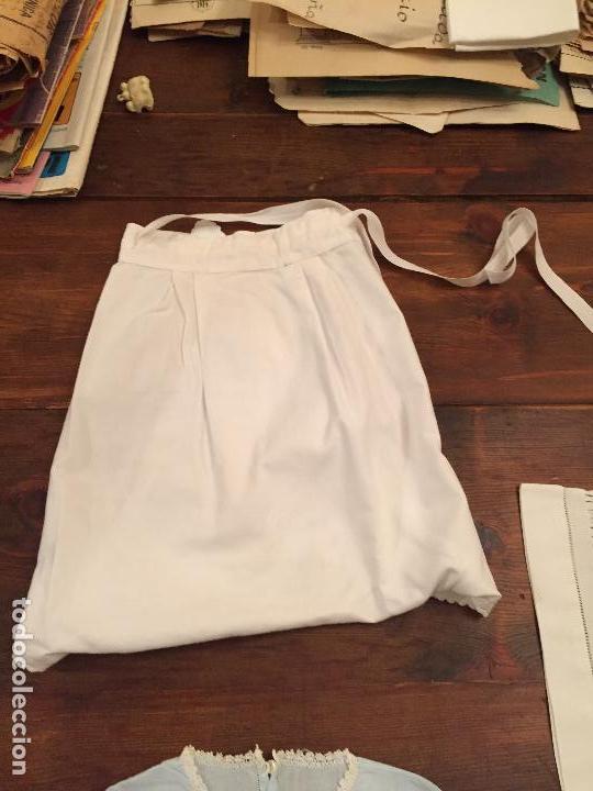 Antigüedades: Antiguas 4 pieza / piezas de ropa infantiles, 3 camisetas, 1 pañal y almohadon de bebe - Foto 4 - 128146703