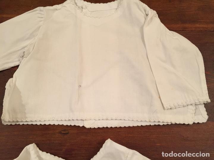 Antigüedades: Antiguas 4 pieza / piezas de ropa infantiles, 3 camisetas, 1 pañal y almohadon de bebe - Foto 13 - 128146703