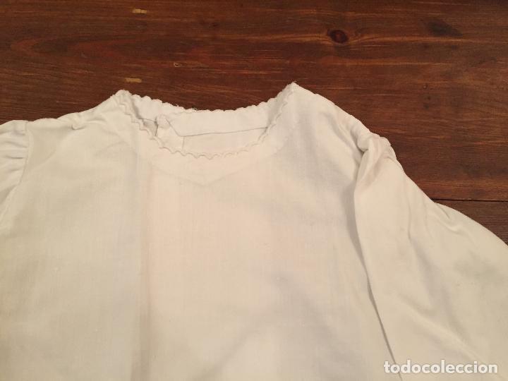Antigüedades: Antiguas 4 pieza / piezas de ropa infantiles, 3 camisetas, 1 pañal y almohadon de bebe - Foto 14 - 128146703