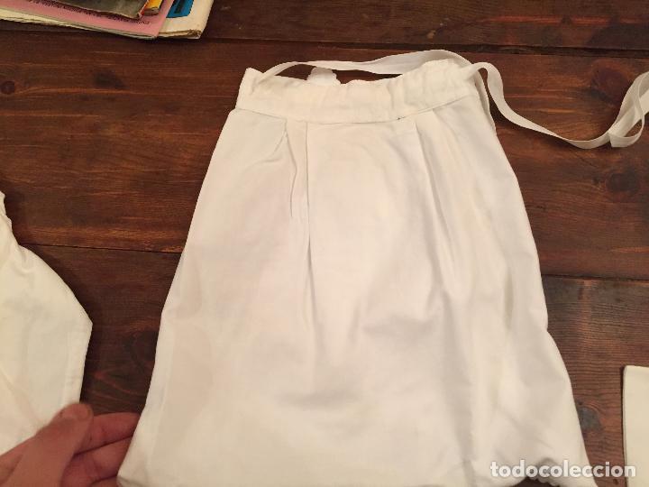 Antigüedades: Antiguas 4 pieza / piezas de ropa infantiles, 3 camisetas, 1 pañal y almohadon de bebe - Foto 15 - 128146703