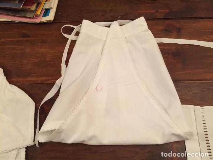 Antigüedades: Antiguas 4 pieza / piezas de ropa infantiles, 3 camisetas, 1 pañal y almohadon de bebe - Foto 16 - 128146703