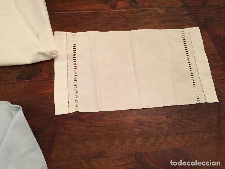 Antigüedades: Antiguas 4 pieza / piezas de ropa infantiles, 3 camisetas, 1 pañal y almohadon de bebe - Foto 17 - 128146703