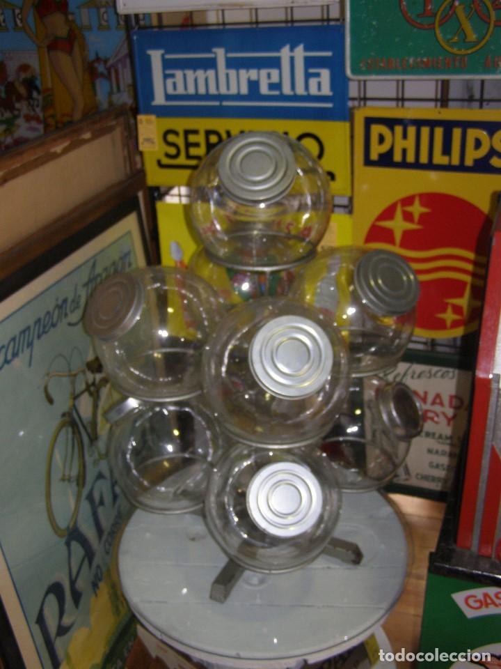 Antigüedades: Caramelera de 9 tarros de cristal. Base giratoria. Mostrador de ultramarinos pastelería, Muy rara - Foto 5 - 112025487