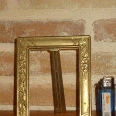 Antigüedades: PORTAFOTOS O PORTARETRATOS DE BRONCE O LATON.. Lote 128165507