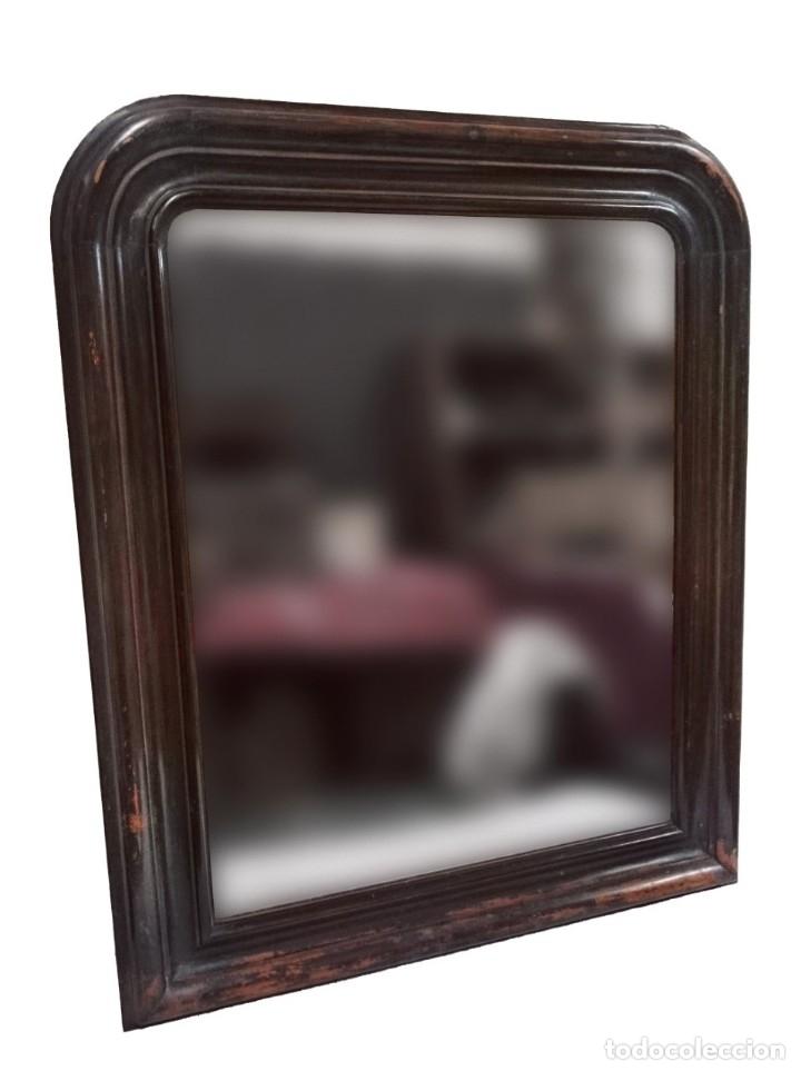 Antigüedades: Antiguo espejo isabelino de madera de caoba rubia, lacado en negro. Siglo XIX. Leer. 95x79 cm - Foto 2 - 126031775
