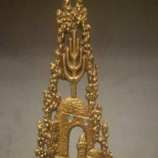 Antigüedades: CANDELABRO DE BRONCE DE 2 VELAS. Lote 128213474
