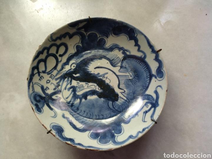 PLATO CHINO PORCELANA BLANCA Y AZUL. SIGLO XVIII O ANTERIOR (Antigüedades - Porcelanas y Cerámicas - China)