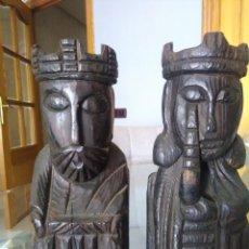 Antigüedades: 2 ANTIGUA FIGURAS DE MADERA TALLADA LOS REYES CATOLICOS . Lote 128238987