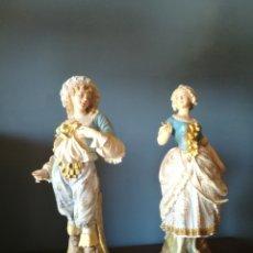 Antigüedades: PRECIOSA PAREJA DE PORCELANA ANTIGUA DE BISCUIT. Lote 128294198