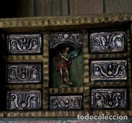 Antigüedades: BARGUEÑO MADERA CON EL ARCANGEL SAN MIGUEL - Foto 3 - 128298831