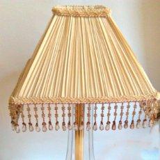 Antigüedades: LAMPARA DE SOBREMESA, BASE DE BRONCE, FUNCIONANDO. Lote 128326363