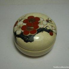 Antigüedades: ANTIGUA CAJA DE PORCELANA. PINTADA A MANO. SATSUMA - JAPAN.. Lote 128330927