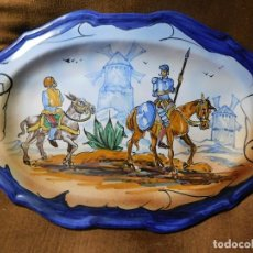 Antigüedades: BANDEJA TALAVERA. QUIJOTE Y SANCHO. FIRMADA. Lote 128377759
