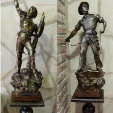 Antigüedades: PAREJA DE COLUMNAS, PEDESTAL DE MADERA DE CASTAÑO SALOMÓNICAS. Lote 128474795