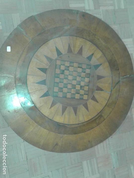 MESA REDONDA DE JUEGO CON MARQUETERIA (Antigüedades - Muebles Antiguos - Mesas Antiguas)