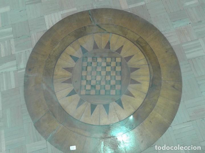 Antigüedades: MESA REDONDA DE JUEGO CON MARQUETERIA - Foto 3 - 128481783