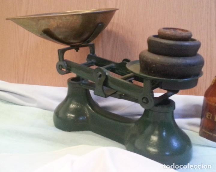 Antigüedades: Balanza británica. Completa. Con juego de pesas incluido. Emblemática balanza. - Foto 4 - 128482183