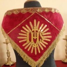 Antigüedades: IMPORTANTE ORNAMENTO DE CARÁCTER RELIGIOSO EN HILO DE ORO Y ENCAJE DE HOJILLA. 71 X 39 CM.HACIA 1900. Lote 128493931