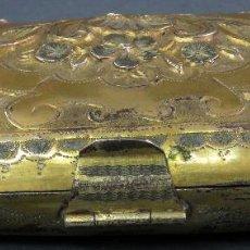 Antigüedades: MONEDERO EN METAL DORADO SIN FORRO INTERIOR FRANCÉS SIGLO XIX. Lote 128534739