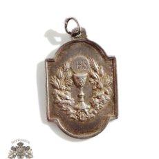 Antigüedades: MEDALLITA COMUNION EN PLATA COMPAÑY FOTOGRAFO FUENCARRAL 29, PUBLICIDAD. Lote 128582311