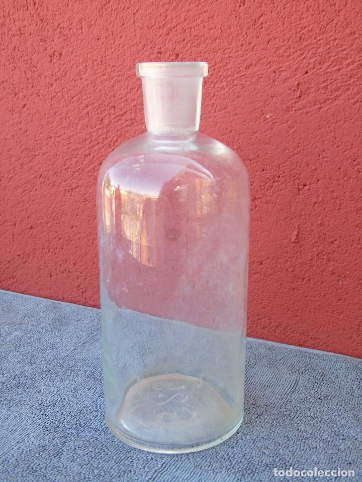 ANTIGUA BOTELLA, FRASCO DE FARMACIA. CON BOCA ESTRECHA. 20CM. MARCA EN LA BASE 625 H (Antigüedades - Cristal y Vidrio - Farmacia )