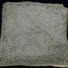 Antiquitäten - ANTIGUA FUNDA PARA ALMOHADÓN DE MUSELINA BORDADA Y ENCAJE DE BOLILLO S. XIX - 128614099