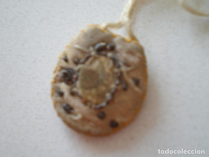 Antigüedades: ESCAPULARIO SIGLO XIX NUESTRA SEÑORA DEL CARMEN // BORDADO CON CUENTAS Y GRABADO// VIRGEN RELICARIO - Foto 7 - 128615483