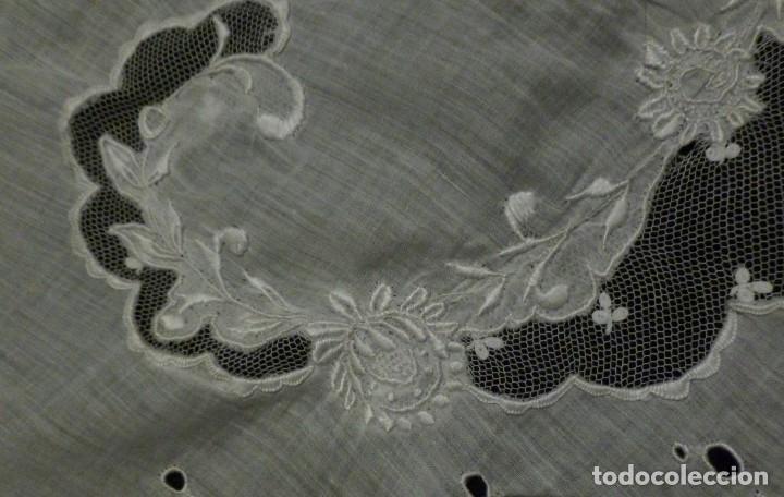 Antigüedades: ANTIGUA PIEZA DE MUSELINA - BORDADOS Y ENCAJE S. XIX - Foto 8 - 128615515
