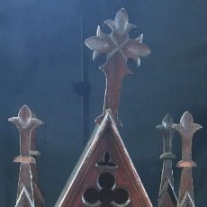 Antigüedades: IMPRESIONANTE CAPILLA GOTICA DE MADERA, GRAN TAMAÑO, 112 CMS ALTURA. Lote 128617723