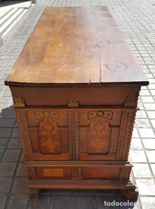 Antigüedades: ARCÓN CATALÁN. NOGAL CON INCRUSTACIONES DE BOJ. ESTILO BARROCO. SIGLO XX. - Foto 7 - 128620731