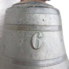 Antigüedades: CAMPANA DE BRONCE MARCADA Nº 6 CON BADAJO ORIGINAL 230 GRS.. Lote 128627283
