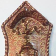 Antigüedades: MANISES VIEJA BENDITERA REFLEJOS METALICOS ANTIGÜEDADES O ALMACÉN DO COLISEVM COLECCIONISMO. Lote 128704264