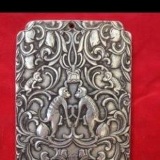 Antigüedades: ANTIGUO LINGOTE PLATA TIBETANA CON MONOS. Lote 128713994