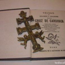 Antigüedades: ANTIGUA Y BONITA CRUZ DE CARAVACA CON LIBRO DE EXORCISMOS Y BENDICIONES.. Lote 128767015