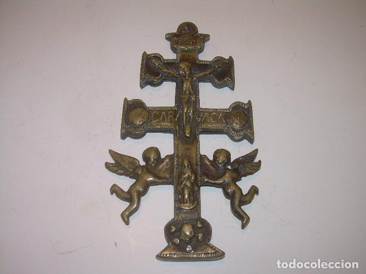 Antigüedades: ANTIGUA Y BONITA CRUZ DE CARAVACA CON LIBRO DE EXORCISMOS Y BENDICIONES. - Foto 3 - 128767015