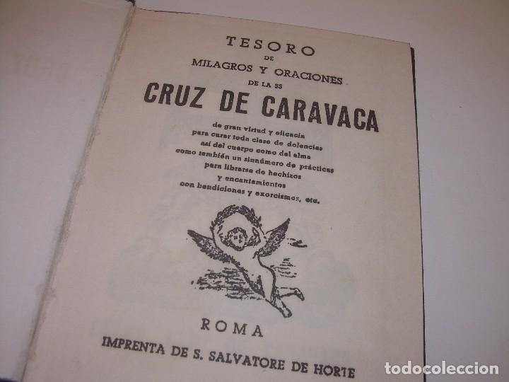 Antigüedades: ANTIGUA Y BONITA CRUZ DE CARAVACA CON LIBRO DE EXORCISMOS Y BENDICIONES. - Foto 4 - 128767015