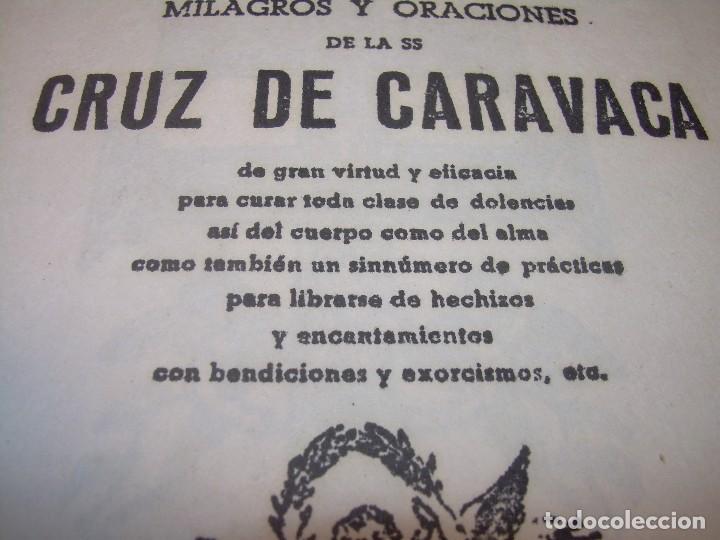 Antigüedades: ANTIGUA Y BONITA CRUZ DE CARAVACA CON LIBRO DE EXORCISMOS Y BENDICIONES. - Foto 5 - 128767015