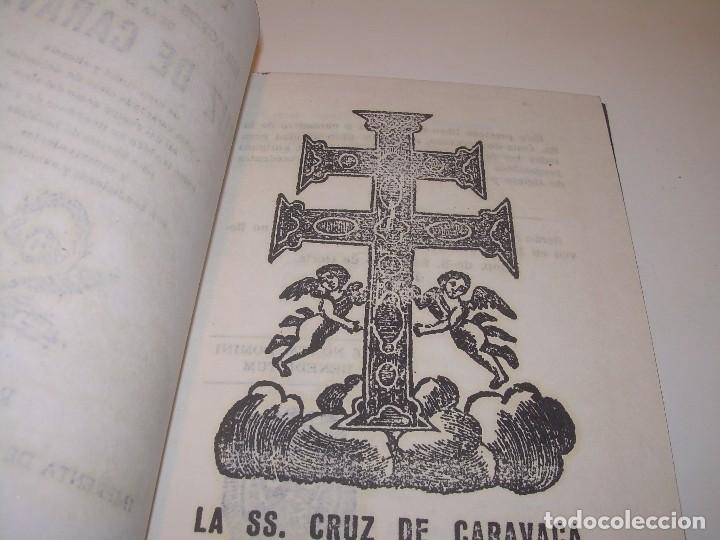 Antigüedades: ANTIGUA Y BONITA CRUZ DE CARAVACA CON LIBRO DE EXORCISMOS Y BENDICIONES. - Foto 6 - 128767015