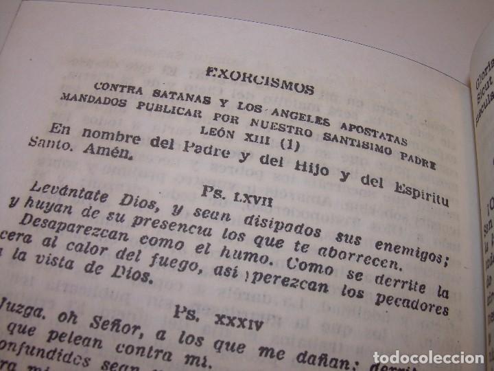 Antigüedades: ANTIGUA Y BONITA CRUZ DE CARAVACA CON LIBRO DE EXORCISMOS Y BENDICIONES. - Foto 21 - 128767015
