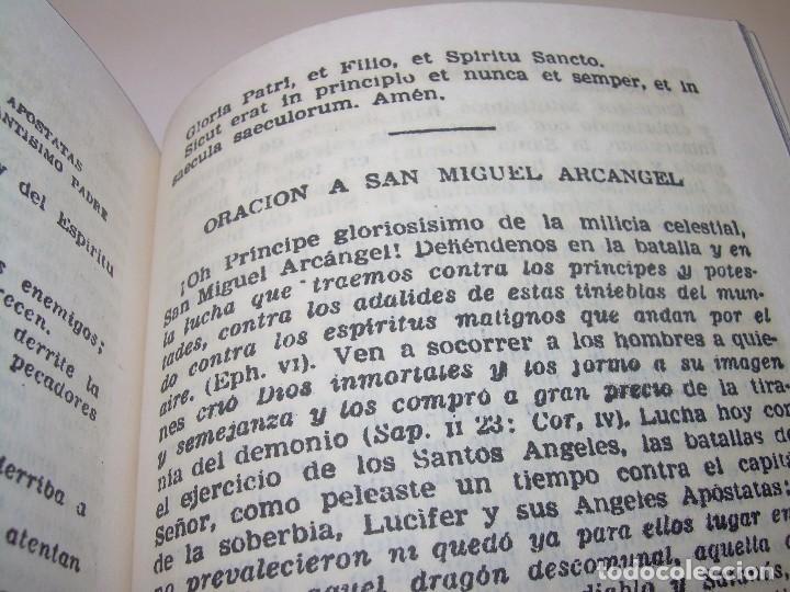 Antigüedades: ANTIGUA Y BONITA CRUZ DE CARAVACA CON LIBRO DE EXORCISMOS Y BENDICIONES. - Foto 22 - 128767015