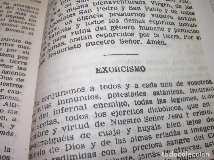 Antigüedades: ANTIGUA Y BONITA CRUZ DE CARAVACA CON LIBRO DE EXORCISMOS Y BENDICIONES. - Foto 23 - 128767015