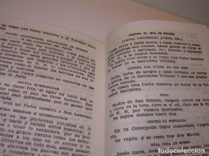 Antigüedades: ANTIGUA Y BONITA CRUZ DE CARAVACA CON LIBRO DE EXORCISMOS Y BENDICIONES. - Foto 25 - 128767015