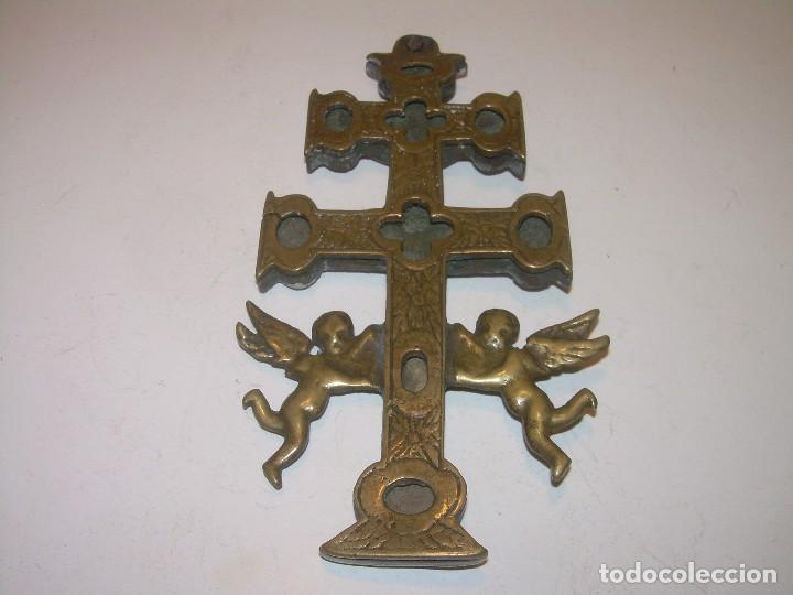 Antigüedades: ANTIGUA Y BONITA CRUZ DE CARAVACA CON LIBRO DE EXORCISMOS Y BENDICIONES. - Foto 30 - 128767015