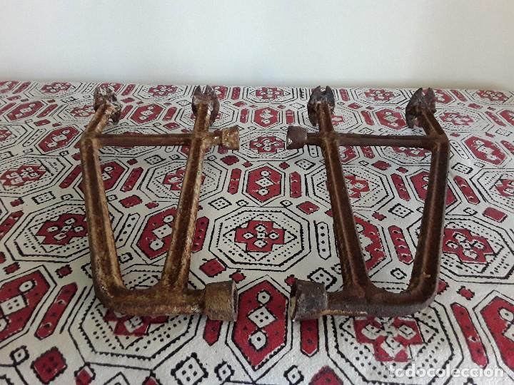 Antigüedades: Antiguos soportes de hierro para lavabo - Foto 2 - 128784015