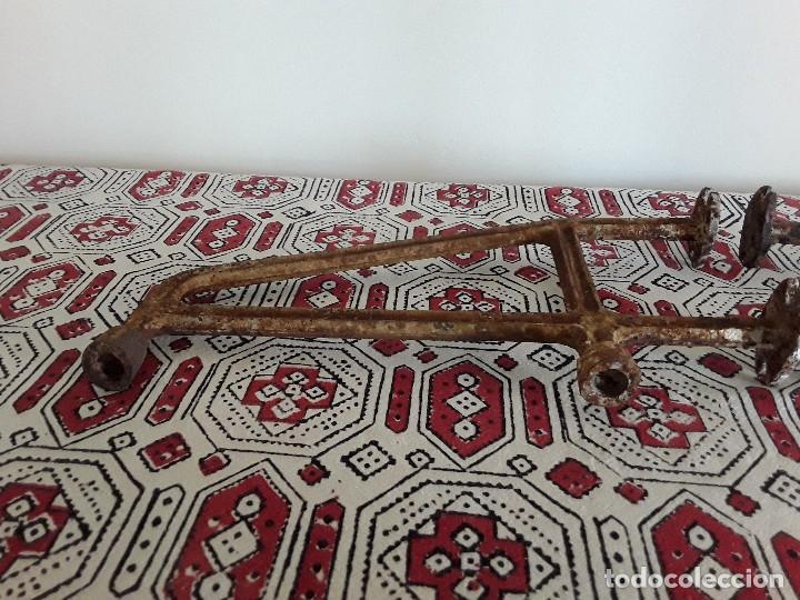Antigüedades: Antiguos soportes de hierro para lavabo - Foto 3 - 128784015