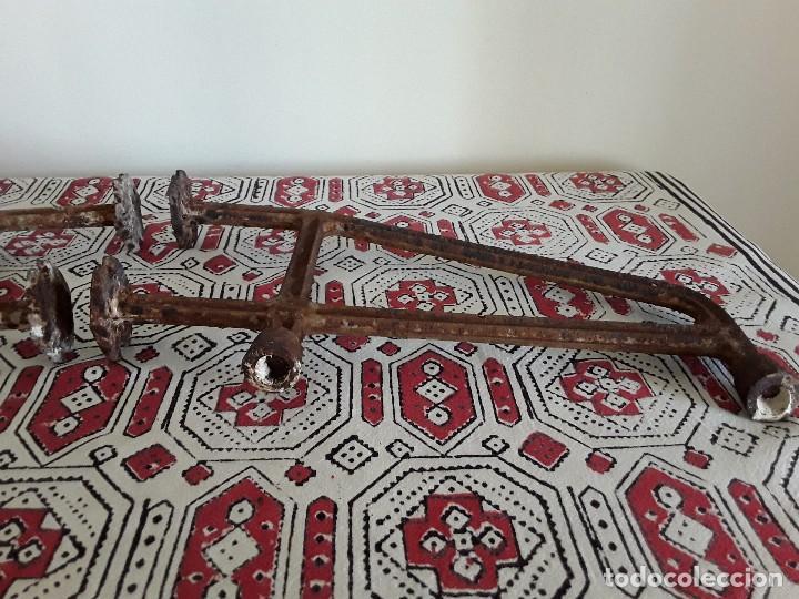 Antigüedades: Antiguos soportes de hierro para lavabo - Foto 4 - 128784015