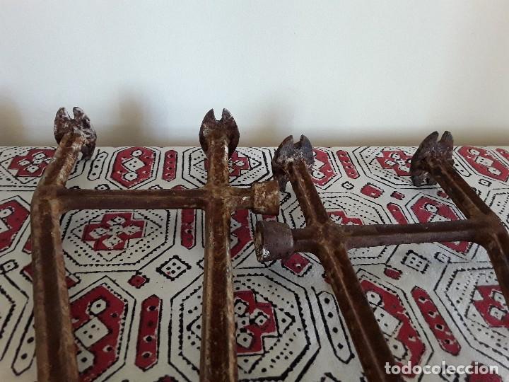 Antigüedades: Antiguos soportes de hierro para lavabo - Foto 6 - 128784015