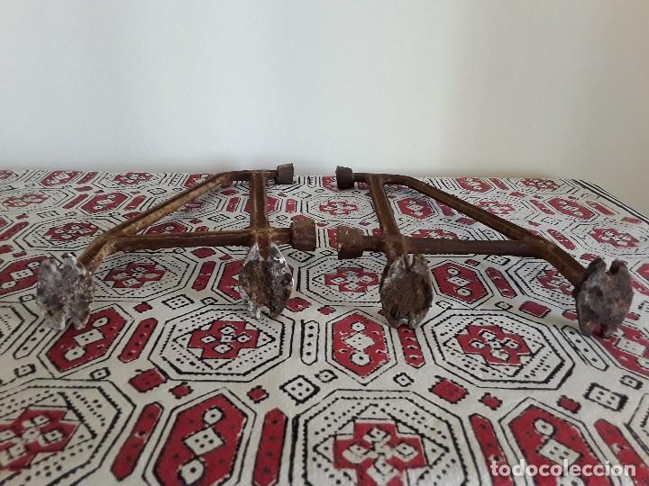 Antigüedades: Antiguos soportes de hierro para lavabo - Foto 7 - 128784015